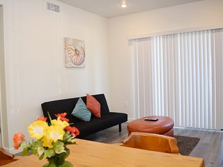 2 Bed/2 Bath Tropical Themed Unit w/ Parking Available (F23)