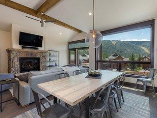New, luxury River Run 3bd+ townhouse, views, fire pit, hot tub