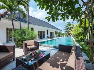 Beautiful 3 Bedrooms & Private Pool Villa right in the heart of Canggu!