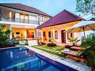 4 bedrooms Villa Kubu Jimbaran