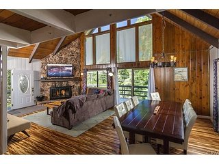Grass Valley Retreat: Chic Mountain Chalet with Lake Rights!