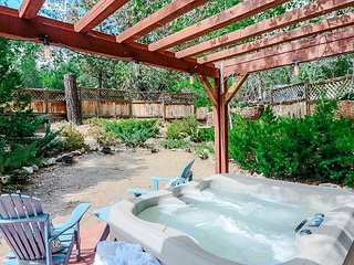 Idyllwild Dairy Cottage: Romantic and Charming Studio with Spa!