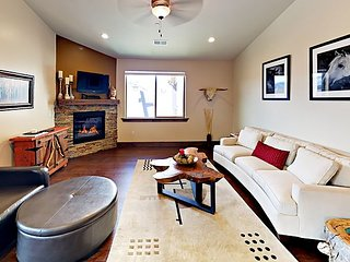 Posh 3BR Condo w/ Stunning Deer Valley Views – 15 Minutes to Skiing