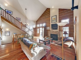 Custom 3BR Home w/ Mountain Views - Walk Downtown, Close to Hiking & Skiing
