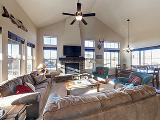 Ski-In/Ski-Out 5BR w/ Pool Table & Fireplace, Beneath Granby Ranch Chairlift