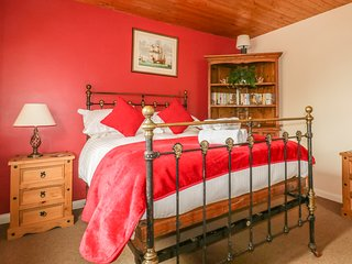 WINDY HAVEN, dog friendly, off-road parking, St Agnes
