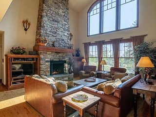 Wanderlust Estate | Tamarack Resort | Sleeps 12