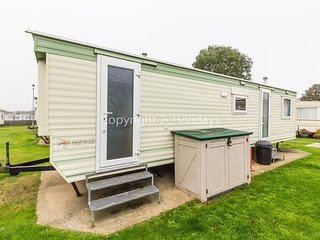 6 berth caravan with D/G at Green Farm. In Scratby. *Pets allowed. REF 43051