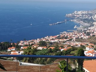 Dream vacation with superb view over the bay & mountains of Funchal. BBQ & WIFI