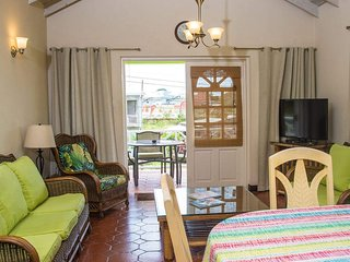 Three Bedroom Apartment With Pool Near Batts-Rocks Beach Prospect St James