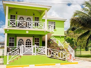 Three Bedroom Apartment With Pool Near Batts-Rocks Beach Prospect St James