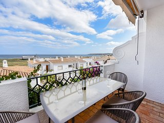Casa Lowen, Lovely 2 bed apt with stunning views to Meia Praia beach and the sea