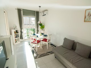 Cozy & Sunny apartment close to FIRA and Camp Nou