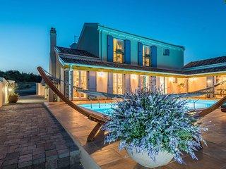 Luxury villa Mek