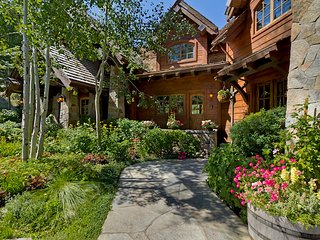 Broken Arrow Lodge at Squaw Valley