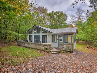 NEW-Creekside Poconos Cabin w/Deck Near State Park