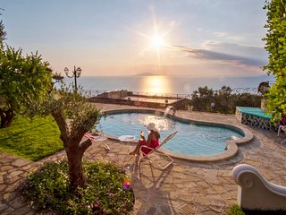 Sant'Agata sui Due Golfi Villa Sleeps 14 with Pool Air Con and WiFi - 5673906