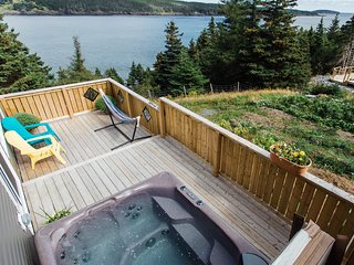 ★HOT TUB SUPER LOFT★ King Bed ★ Eco Reserve ★ 2 Decks