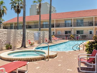 Dolphin 8 - SPACIOUS TOWNHOME across the street from the BEACH with OCEAN VIEWS