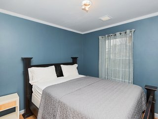 Private 'City of Dreams' Room 3mins to train to NYC, Shared Bathroom & Kitchen