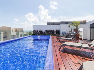Stylish and trendy condo:private terrace w/jacuzzi