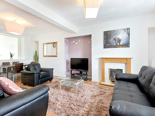 Swansea Hosea Spacious home Sleeps 7