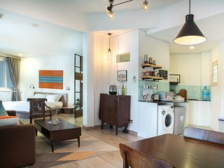 Sunny & Spacious apartment homestay, 3 min walk to Nguyen Hue, kitchen, washer