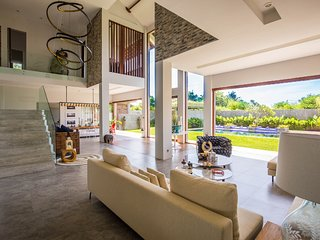 Luxury Art Villa Near Sanur - Villa Delfino 6 BR