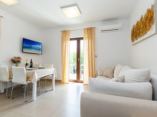 Gioia-Two bedroom apartment with balcony 1