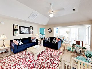 Less than 1 Mile to Beach: All-Suite 2BR w/ Pool, Hot Tub & Grill Area