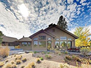 Modern 3BR Cabin in Caldera Springs w/ Private Hot Tub & Golf Course Vistas