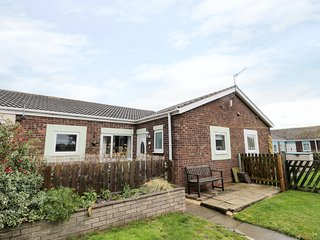 ROCKPOOL COTTAGE, pet friendly, with a garden in Beadnell, Ref 8396