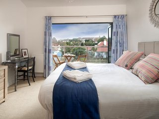 South Sands Beach House - 5* Comfort And Classic Style