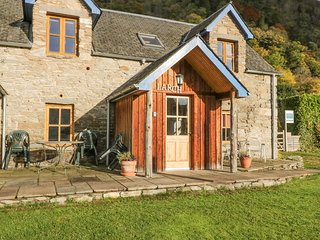 LARCH COTTAGE, pet-friendly cottage near walks, watersports, in Aberfeldy Ref 21