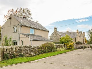 EAST COTTAGE, dog friendly, Haydon Bridge