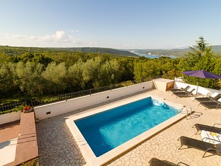 Sea view villa in Rakalj with pool - max 8 persons