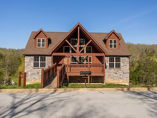 Create Beautiful Memories at this 4 Bed Lodge Located at Stonebridge Resort