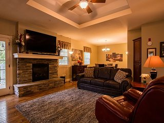 Branson Good Life Getaway -2 bed/2 bath pet friendly condo at Branson Hills