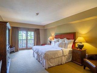 Lodge King Hotel Room 206