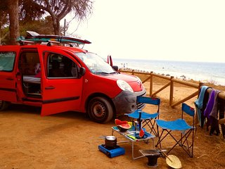 Surfer´s Kangoo Camper Van with Shower. Get surf/sup boards.