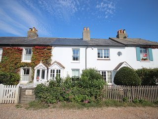 An idyllic beachside cottage in Kingsdown sleeping 6