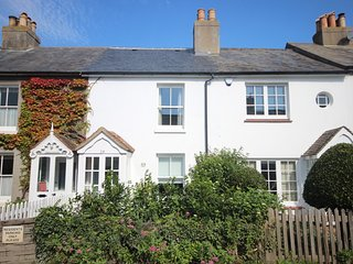 An idyllic beachside cottage in Kingsdown sleeping 6 seconds from the beach!