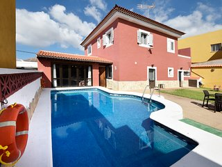 Villa Laura, 9 BEDS Villa in Tenerife - Privaci 100% Pool & Garden