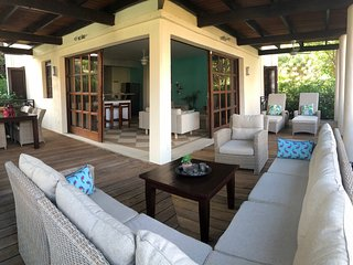 Blue Bay Villa 25 *Palmbeach *Swimmingpool *6p+baby *3 bedrooms * 2,5 bath.