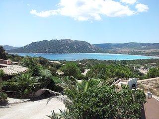 Villa dans la baie de Santa Giulia 3 pieces vue mer et montagnes grande terrasse
