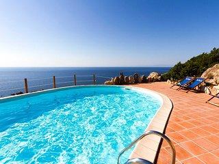 Villa in Costa Paradiso ID 673