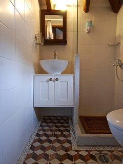 The upper floor bathroom