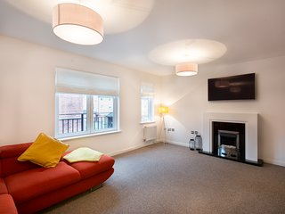 Contemporary 4 bedroom townhouse in centre of Cardiff with onsite parking