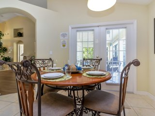 Fantastic 4 Bedroom Private Pool and Spa Home with Game Room in Orange Tree