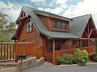 5 Bedroom Cabin with Mountain View and Hot Tub Close to Pigeon Forge Parkway